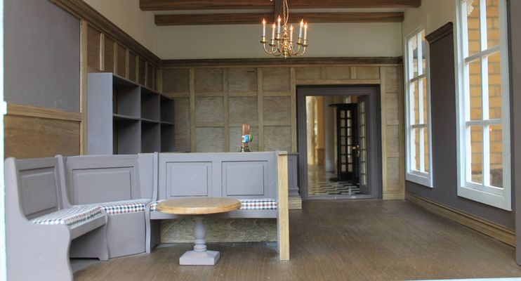 Bespoke grand 1920s dolls house hotel English-themed bar.
