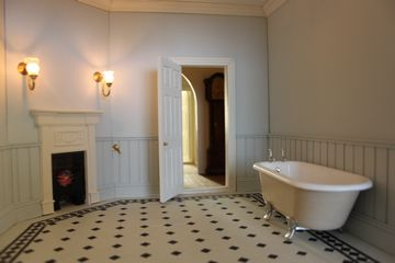 Dolls house bathroom with rolltop bath.