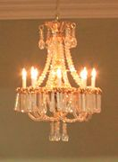 Regency dolls house feature crystal chandelier.
